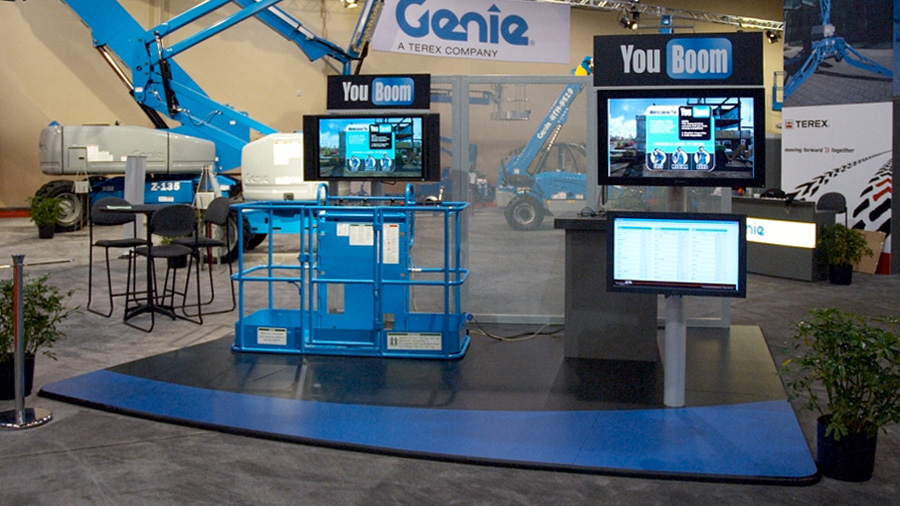 The YouBoom installation with the operator platform, screen and controls to the left. On the right, screens for the audience to see what what the operator is doing and individual performance scores.